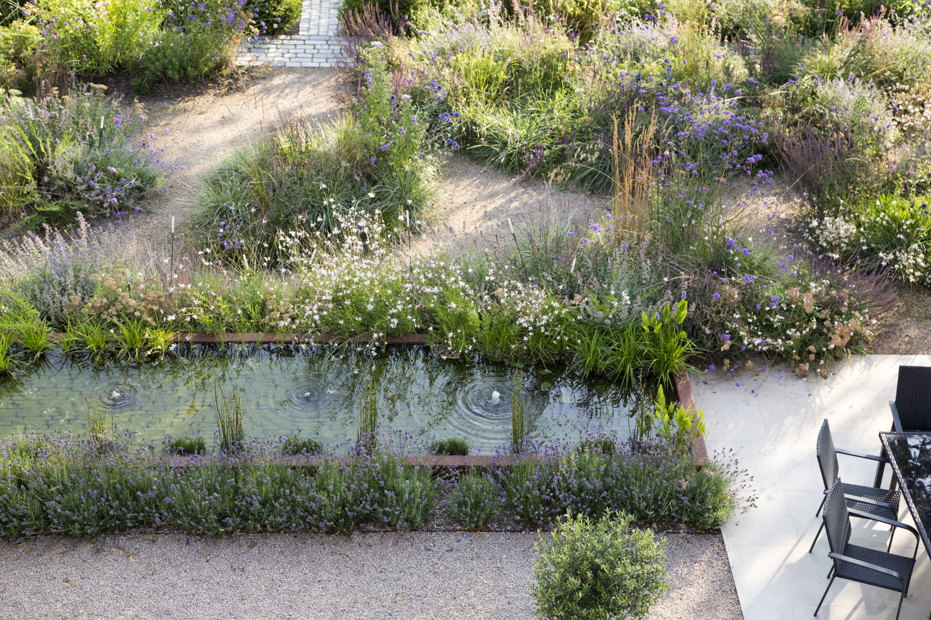 gravel-planting-reflective-pool